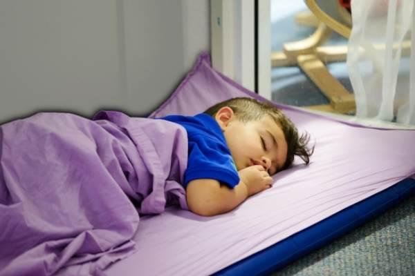 Trẻ mầm non ngủ sớm sẽ tránh được nguy cơ béo phì ở tuổi niên thiếu - Ảnh 1