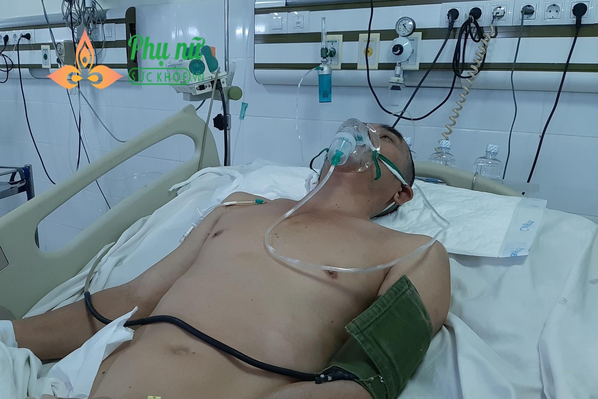 Người đàn ông đi làm thợ hồ bị xuất huyết não, tính mạng nguy kịch, mẹ già 82 tuổi khóc nghẹn - Ảnh 2