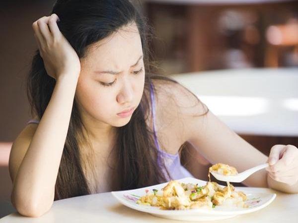 3 dấu hiệu khi ăn cơm cảnh báo ung thư đang xâm lấn, nhiều người chủ quan tưởng bệnh vặt