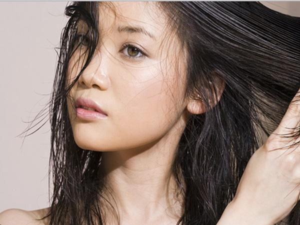 4 sai lầm khi sử dụng dầu xả chăm sóc tóc bạn cần tránh để có mái tóc mượt mà, óng ả