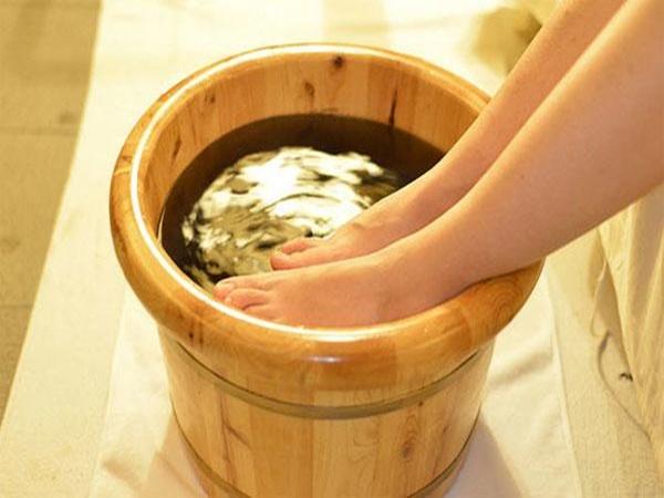 6 lợi ích diệu kì đến từ việc ngâm chân bằng nước muối mà không phải ai cũng biết
