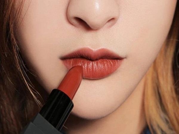 6 sai lầm khi đánh son môi các chị em thường mắc phải