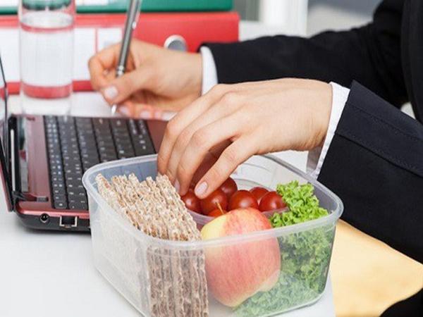 90% chị em mắc những sai lầm này vào bữa trưa khiến cân nặng cứ thế tăng không phanh