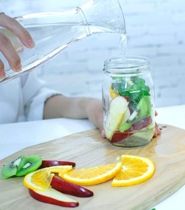Ăn bánh chưng cả 3 ngày Tết cũng không sợ nổi mụn chỉ với 1 ly nước thanh lọc cơ thể làm từ táo - Ảnh 3