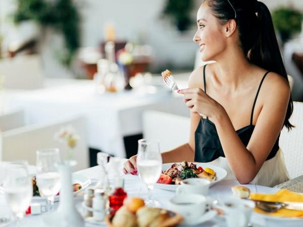 Ăn suốt cả ngày vẫn cảm thấy đói có thể là do một trong những nguyên nhân sau