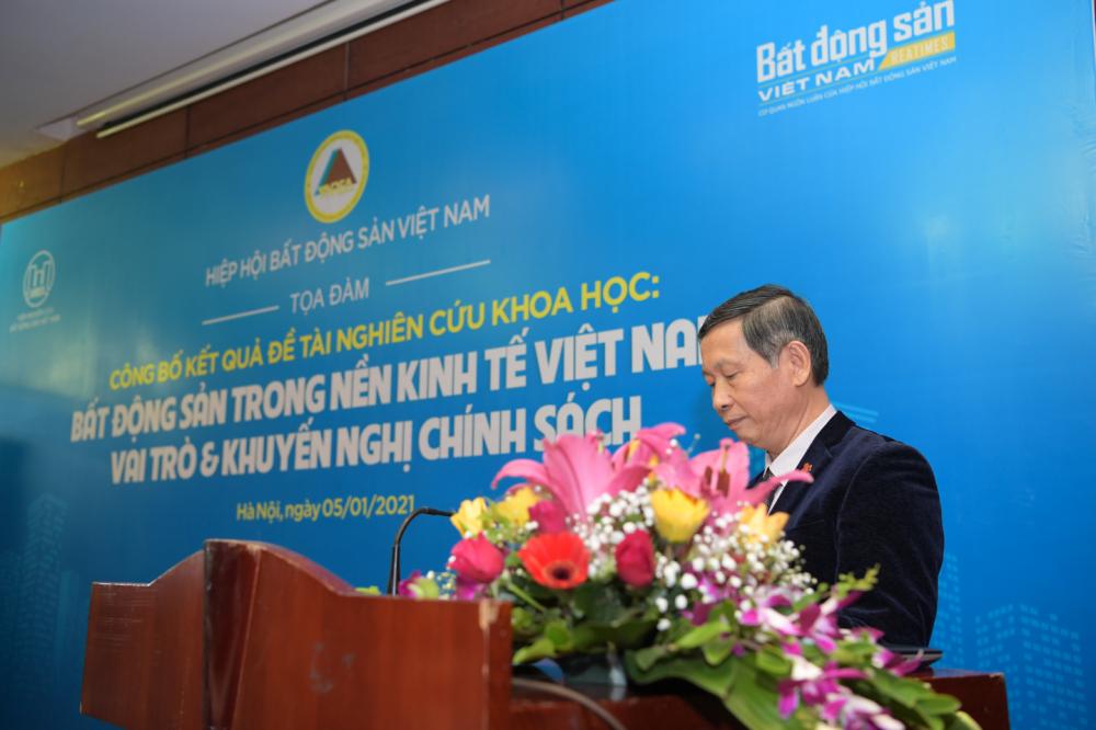 """""""BĐS trong nền kinh tế Việt Nam - Vai trò và khuyến nghị chính sách"""" là """"chim báo bão"""" của thị trường - Ảnh 1"""