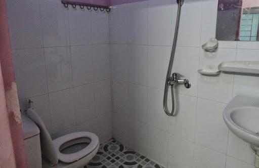Bà Rịa - Vũng Tàu: Nữ sinh lớp 7 đẻ rơi trong phòng tắm, lấy kéo tự cắt rốn cho con - Ảnh 1