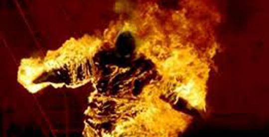 Cặp nam nữ bốc cháy trong phòng trọ khóa trái cửa - Ảnh 1