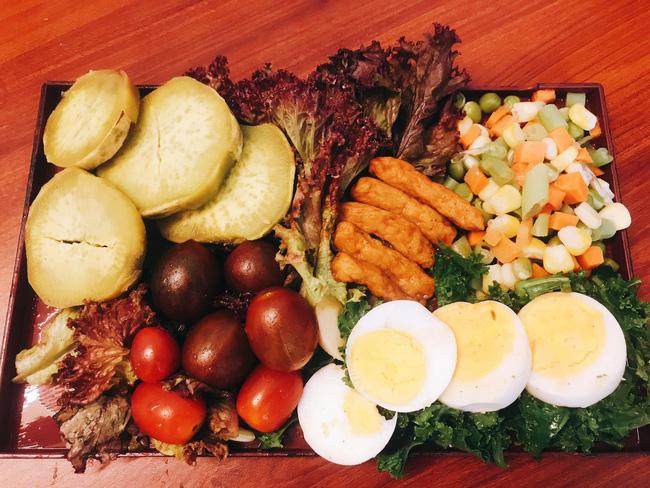 Hội chị em giảm cân không thể bỏ qua loạt thực đơn khoai lang ăn cả tuần không chán do 9X mặt đẹp dáng xinh chia sẻ - Ảnh 1