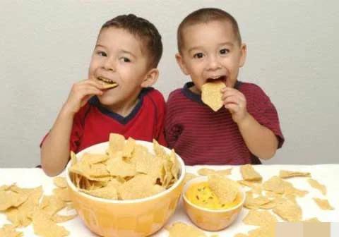 3 thói quen cực xấu trong ăn uống mà bố mẹ cần sửa cho con càng sớm càng tốt - Ảnh 2