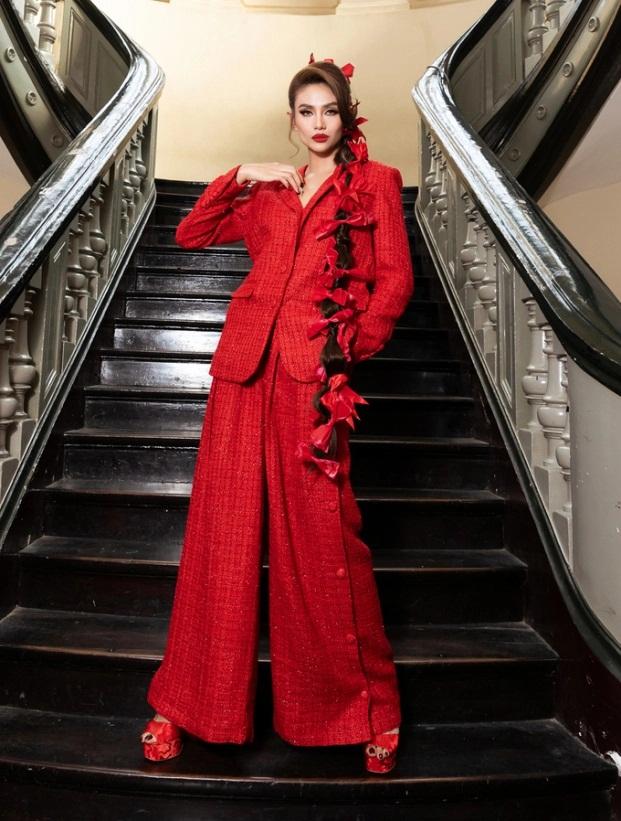 Sao Việt diện đầm đỏ đầu năm: Đỗ Thị Hà khoe chân dài 1m1, Ngọc Trinh mắc lỗi trang điểm - Ảnh 6