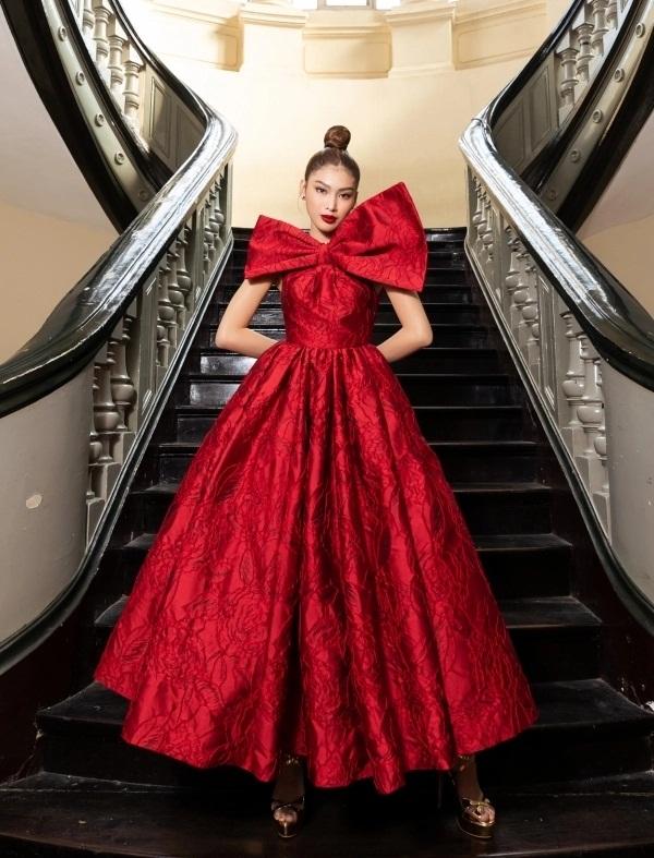 Sao Việt diện đầm đỏ đầu năm: Đỗ Thị Hà khoe chân dài 1m1, Ngọc Trinh mắc lỗi trang điểm - Ảnh 7