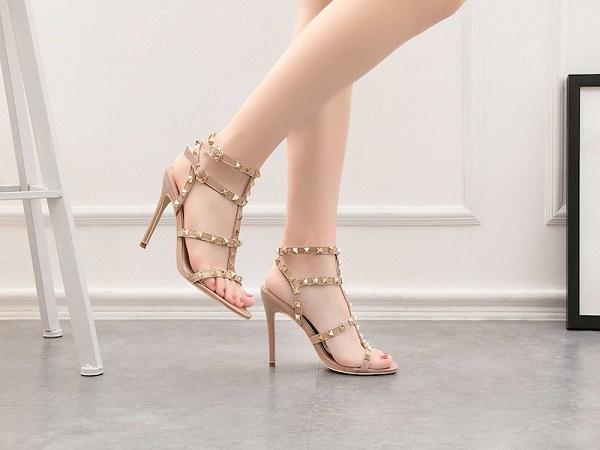 Cách đi giày cao gót không đau chân, bước đi uyển chuyển, sang trọng - Ảnh 1