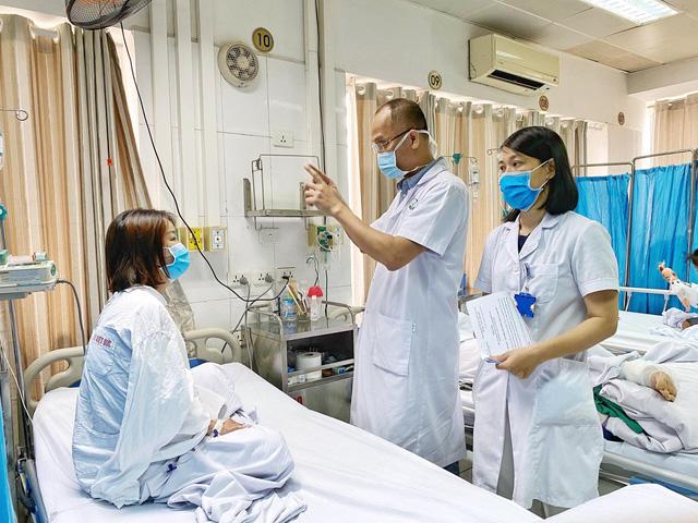 Tiêm filler nâng mũi khuyến mãi, cô gái 27 tuổi ở Thái Nguyên suýt mù mắt - Ảnh 1