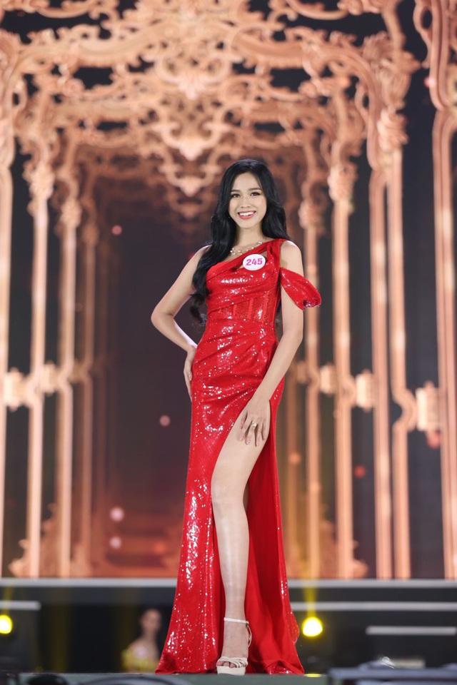 Đỗ Thị Hà phá 'lời nguyền nhan sắc' lúc đăng quang của Hoa hậu Việt - Ảnh 8