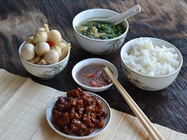 3 kiểu ăn cơm cực tai hại mà người Việt cần phải từ bỏ ngay trước khi làm 'mòn bao tử' và rước thêm cả tá bệnh cho mình - Ảnh 1