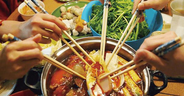 3 kiểu ăn cơm cực tai hại mà người Việt cần phải từ bỏ ngay trước khi làm 'mòn bao tử' và rước thêm cả tá bệnh cho mình - Ảnh 4