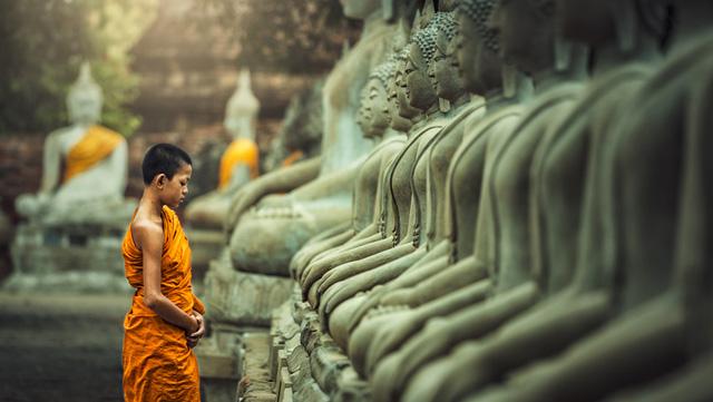Vô tình làm nứt tượng Phật, ngày hôm sau tất cả mọi người không tin vào mắt mình: Nhân sinh vốn không hoàn hảo, khổ đau chính là món quà cho kẻ khôn ngoan - Ảnh 1