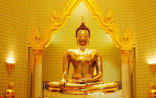 Vô tình làm nứt tượng Phật, ngày hôm sau tất cả mọi người không tin vào mắt mình: Nhân sinh vốn không hoàn hảo, khổ đau chính là món quà cho kẻ khôn ngoan - Ảnh 2
