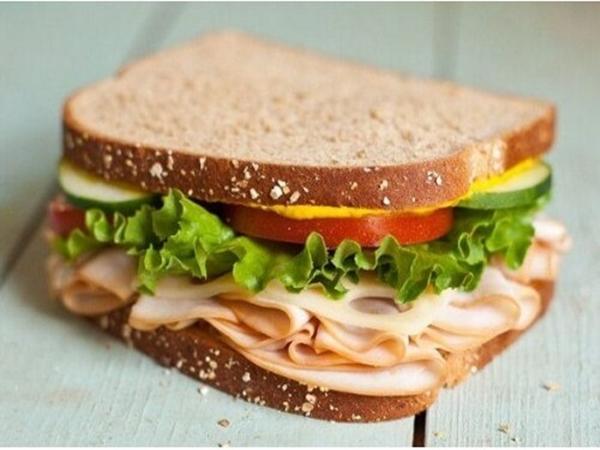 10 phút xong ngay bánh mì sandwich kẹp thịt nguội - Ảnh 1