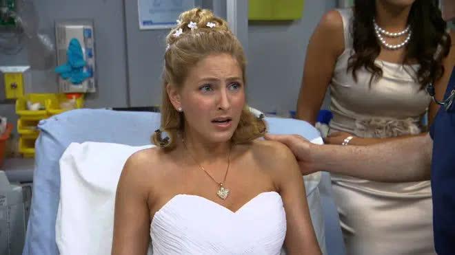 Đang yên đang lành đúng ngày cưới, cô dâu la hét kêu đau đầu, gia đình tức tốc đưa đến bệnh viện và bàng hoàng khi biết nguyên nhân - Ảnh 1