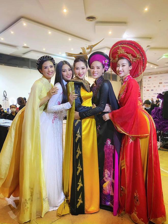 Đi tìm dụng ý nghệ thuật của Hoa hậu Việt Nam khi cho Đặng Thu Thảo và loạt người đẹp... đội chim lên đầu! - Ảnh 2