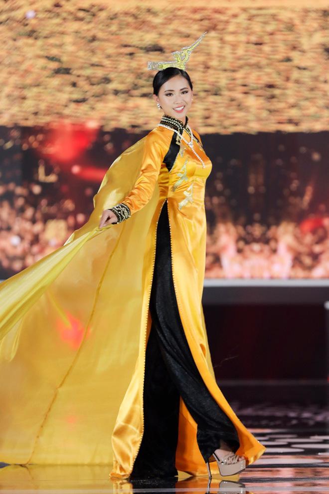 Đi tìm dụng ý nghệ thuật của Hoa hậu Việt Nam khi cho Đặng Thu Thảo và loạt người đẹp... đội chim lên đầu! - Ảnh 4