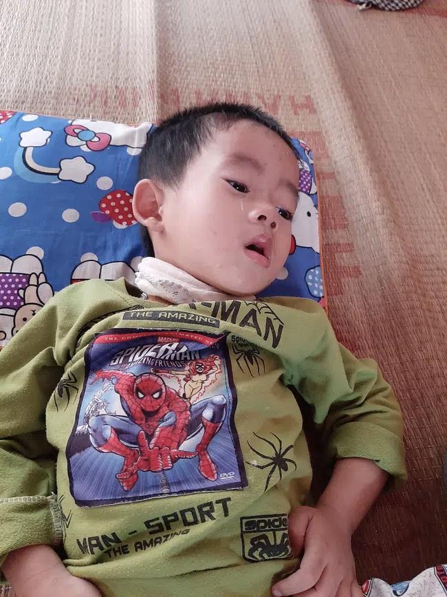 4 đứa con sinh ra đều lần lượt chết yểu, người mẹ đau đớn chắp tay khẩn cầu cộng đồng cứu lấy đứa con còn lại - Ảnh 2
