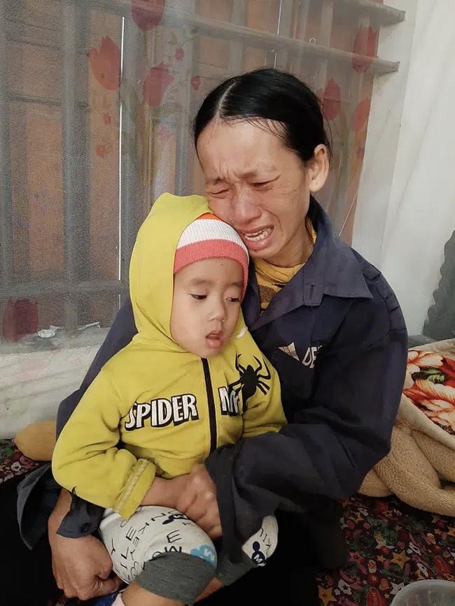 4 đứa con sinh ra đều lần lượt chết yểu, người mẹ đau đớn chắp tay khẩn cầu cộng đồng cứu lấy đứa con còn lại - Ảnh 5