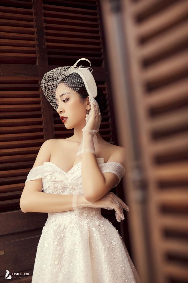 Á hậu Thuý An tung ảnh cưới lung linh trước thềm hôn lễ: Nhan sắc cô dâu 'đỉnh của chóp', e ấp bên chú rể hơn 12 tuổi! - Ảnh 4