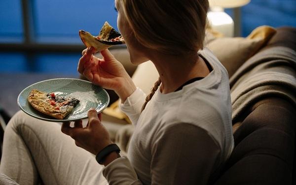 3 thói quen ăn tối làm giảm tuổi thọ - Ảnh 2