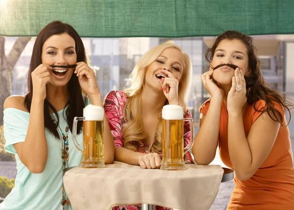 Tại sao phụ nữ nên uống 1 cốc bia mỗi ngày? - Ảnh 1