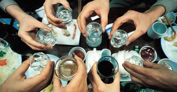 5 thói quen tàn phá não bộ khủng khiếp, uống rượu làm teo não, mất trí nhớ - Ảnh 4