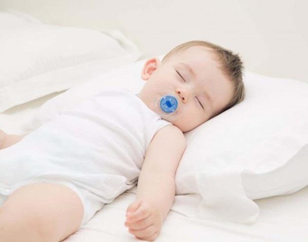 8 điều tuyệt đối không được làm với trẻ sơ sinh - Ảnh 4