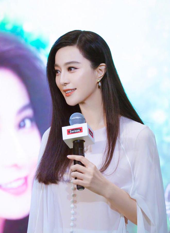 Bức ảnh 'bắt lú' cực mạnh nhà Phạm Băng Băng: Ông em Phạm Thừa Thừa che mặt, cả Weibo nhận nhầm thành bà chị xinh đẹp - Ảnh 3