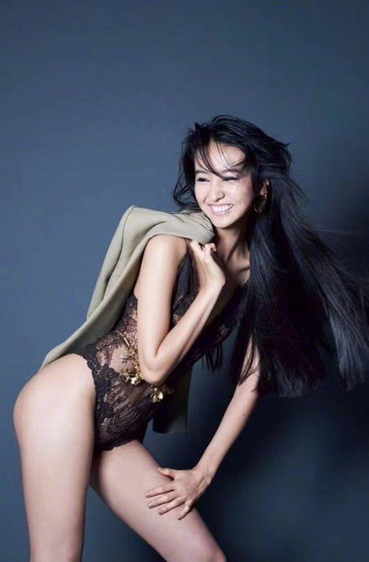 Con gái nam thần số 1 Nhật Bản Takuya Kimura gây tranh cãi khi chụp bán nude ở tuổi 17, 'thả rông' khoe đường cong 'bỏng mắt' - Ảnh 2
