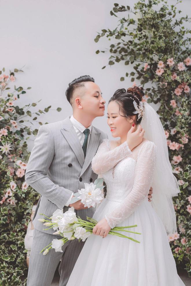 Xôn xao câu chuyện nhiếp ảnh chê cô dâu 'môi thâm như nghiện', tuyên bố 800k chỉ 2 lần nháy và kiên quyết không chỉnh sau khi bị phàn nàn về nước ảnh - Ảnh 12
