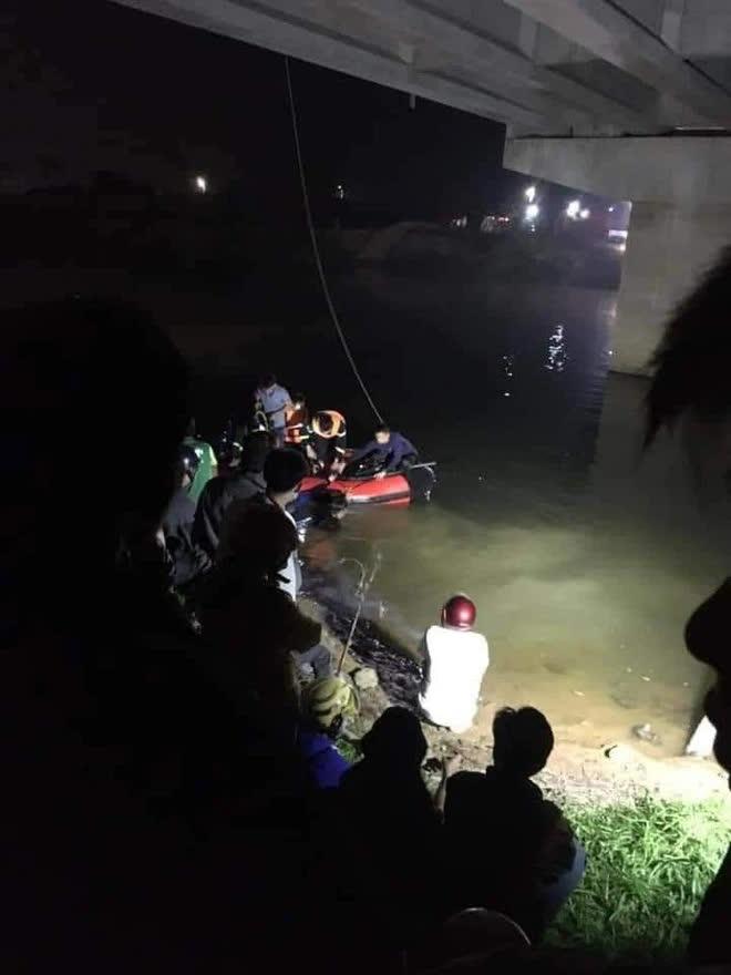 Trốn điểm đo nồng độ cồn, ô tô tông 4 học sinh rơi xuống sông thương vong - Ảnh 2