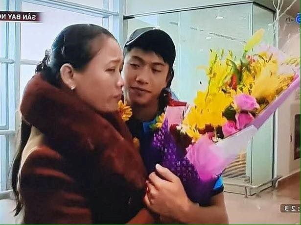 Tình yêu của cầu thủ U23 Việt Nam dành cho cha mẹ khiến cộng đồng mạng xúc động - Ảnh 2