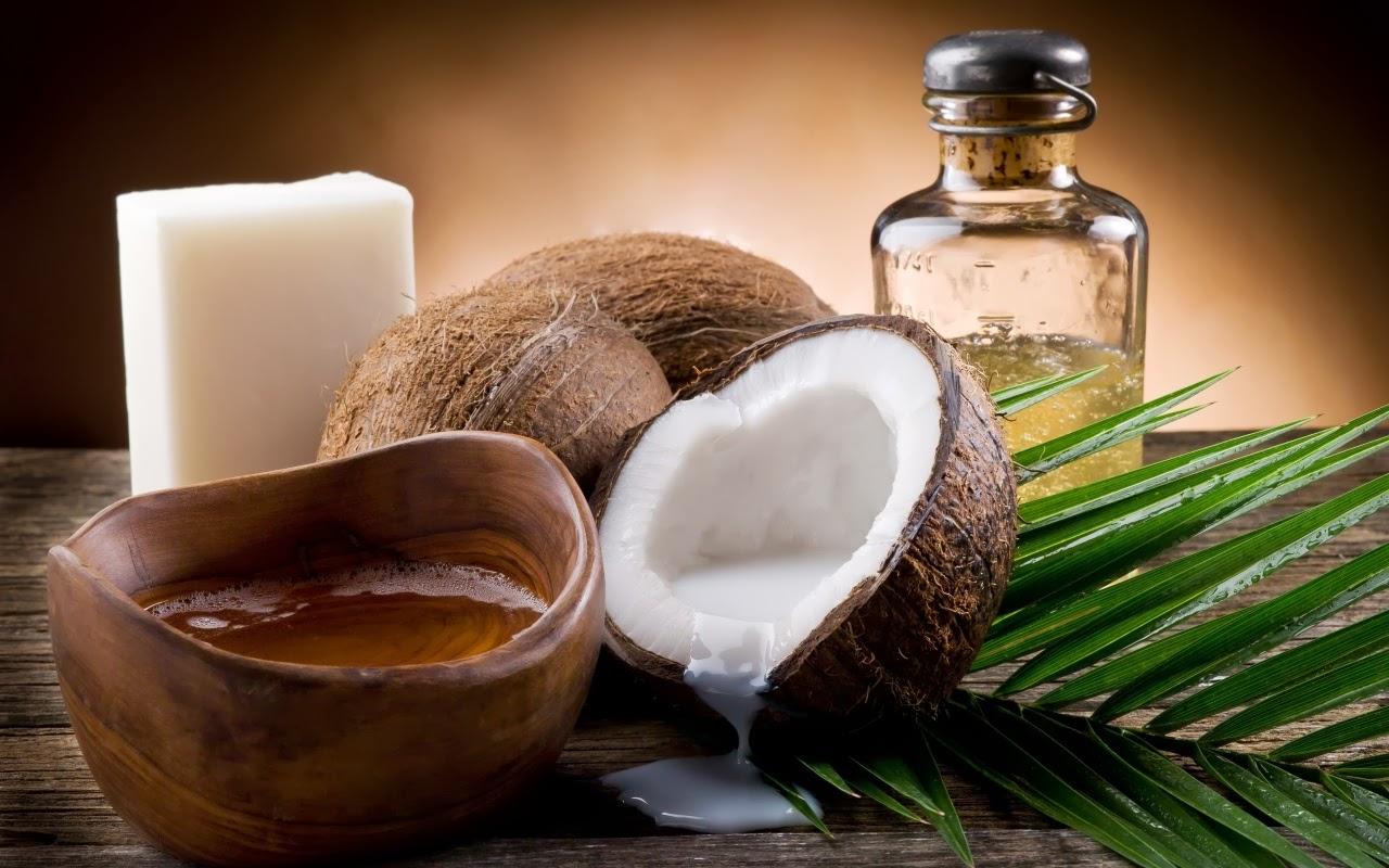 Dầu dừa có nhiều lợi ích trong đó có dưỡng tóc đẹp