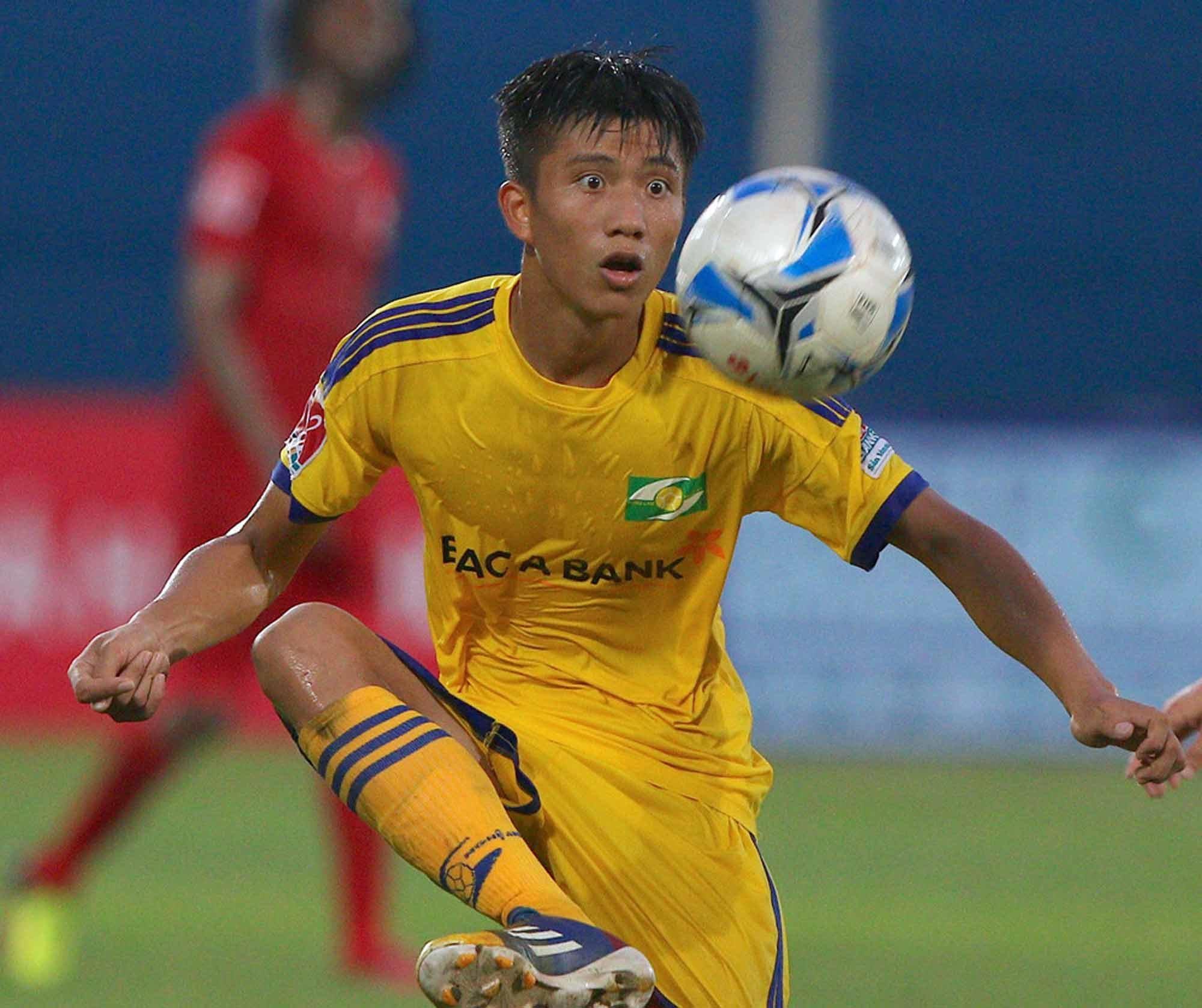 Gia cảnh khó khăn của các cầu thủ U23 khiến người hâm mộ thắt lòng - Ảnh 1