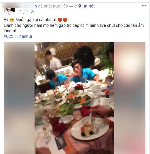 Hot girl Thanh Bi quấy rầy Tiến Dũng, Công Phượng ăn khuya sau hành trình gian khổ - Ảnh 1