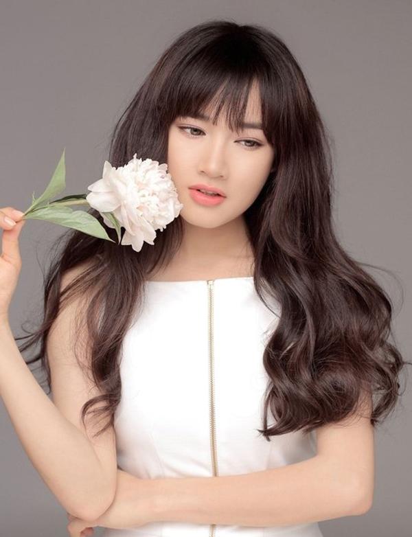 Tuyệt chiêu tạo kiểu tóc đẹp 'bất bại' cho khuôn mặt bánh bao của Nhã Phương - Ảnh 3