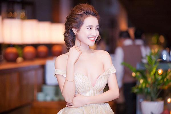 Tuyệt chiêu tạo kiểu tóc đẹp 'bất bại' cho khuôn mặt bánh bao của Nhã Phương - Ảnh 4