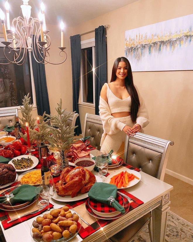 Choáng với bàn tiệc mừng lễ Tạ Ơn của Phạm Hương trong biệt thự ở Mỹ: Nhìn đồ ăn và bày trí thịnh soạn chẳng khác gì nhà hàng! - Ảnh 1