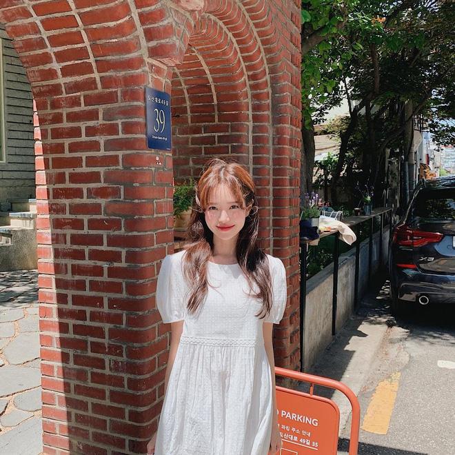 Học gái Hàn nhuộm tóc màu caramel không cần tẩy để makeup đơn giản vẫn xinh, diện đồ là 'auto' trừ tuổi - Ảnh 10