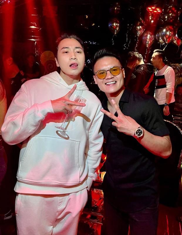 Karik khoe ảnh thân thiết bên Quang Hải, netizen bỗng phát hiện ra ngay ra điểm trùng hợp của 2 sao nam và Jack - Ảnh 1