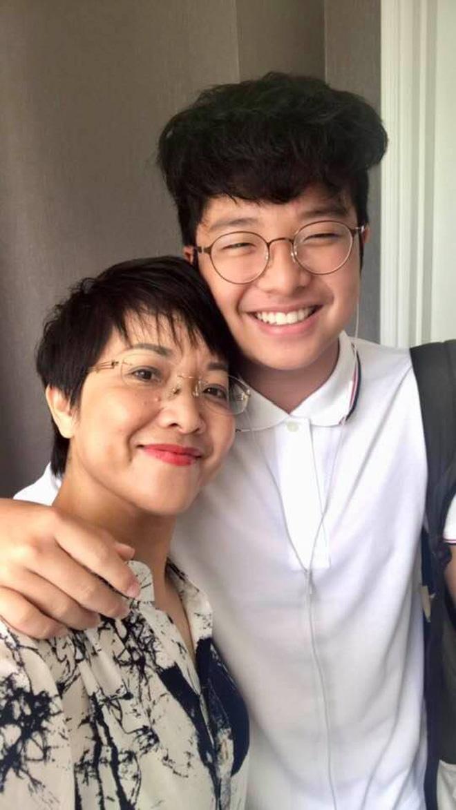 MC Thảo Vân mừng rớt nước mắt khi thấy con trai mua giày giảm giá, nói dối mẹ để từ chối mua mũ 600 nghìn - Ảnh 4