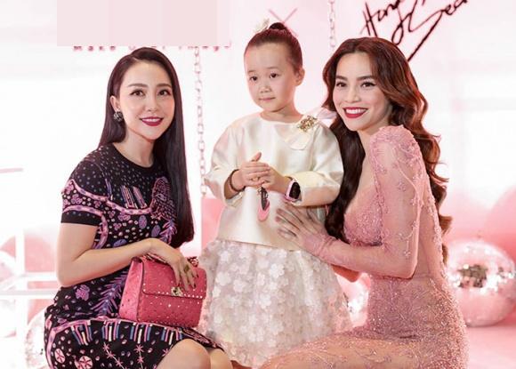 Hà Hồ diện váy táo bạo khoe vòng một, nhẹ nhàng hôn phớt Kim Lý tại sự kiện - Ảnh 13