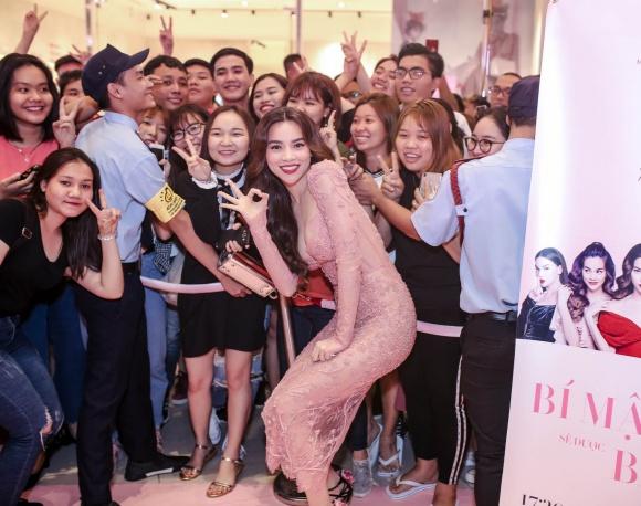 Hà Hồ diện váy táo bạo khoe vòng một, nhẹ nhàng hôn phớt Kim Lý tại sự kiện - Ảnh 4